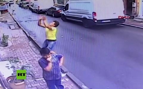 Parece que en Estambul sí que son las cigüeñas las que traen a los niños