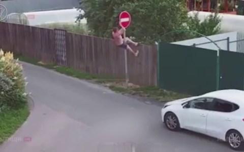 Cuando vas con el coche y te aparece un Stop, pero eres ruso y necesitas pasar