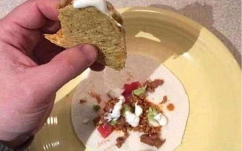 Life Hack: Si te comes los tacos encima de una tortilla, al final tendrás un taco extra