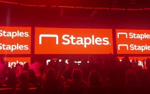 La ridícula presentación del nuevo logo de Staples