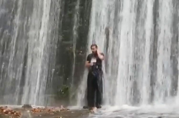 Algunas zonas de Pamplona parecían ayer una presa descargando agua