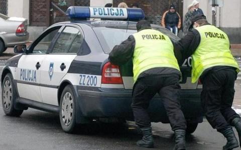 Troleando a la policía polaca con móviles de galleta