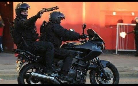 Un policía en moto protagoniza una espectacular persecución en Buenos Aires (Argentina)
