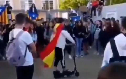 No es el héroe que Cataluña se merece, pero sí el que necesita
