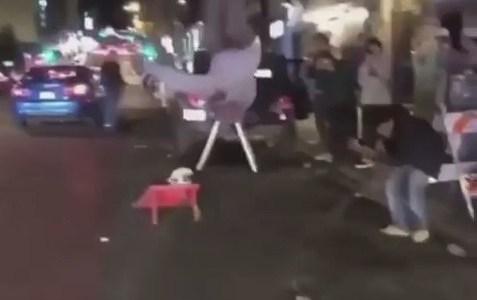 Un vídeo viral que implica a policías americanos y a negros, y no hay heridos, os lo juro