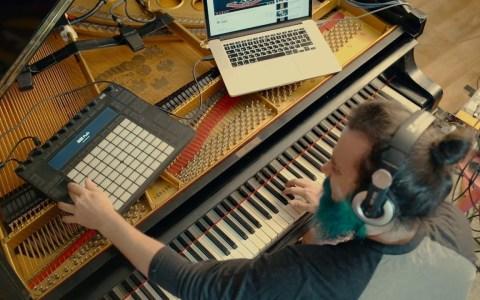 Cuando quieres tocar solos como los de Slash pero tus padres te hicieron aprender a tocar el piano