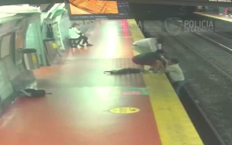 De nuevo alguien cayendo a las vías del tren en Buenos Aires