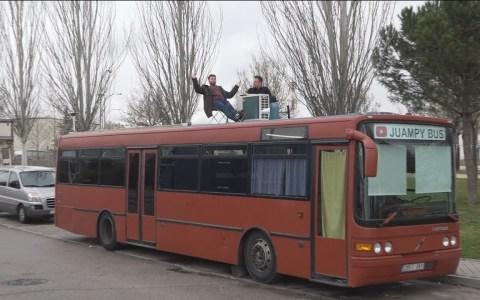 Este señor de Fuenlabrada vive en un autobús