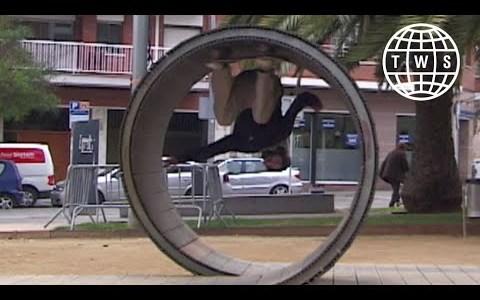 Simon Isaksson hace un loop completo con un diámetro de su propia altura