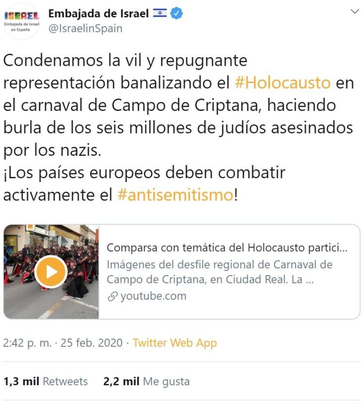 Los componentes de una de las comparsas de Las Mesas (Cuenca) se disfrazan de nazis, prisioneros y judíos, en homenaje a las víctimas del holocausto, y se lía parda.