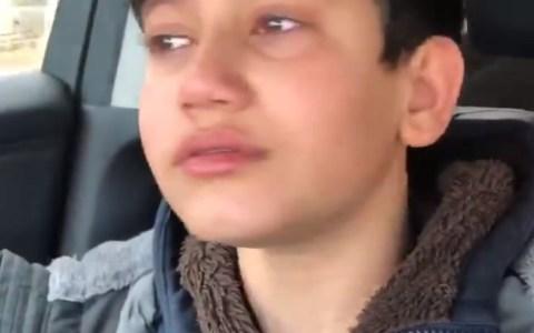 Pilla a sus padres dándole al tema y no puede parar de llorar xd