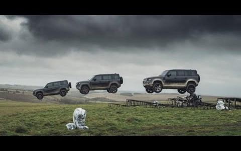 """El nuevo anuncio de Land Rover para convencer a los posibles compradores de que el nuevo es """"tan duro"""" como el viejo defender"""