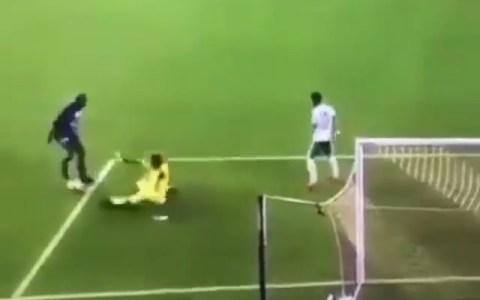 Una falta con lag en el FIFA