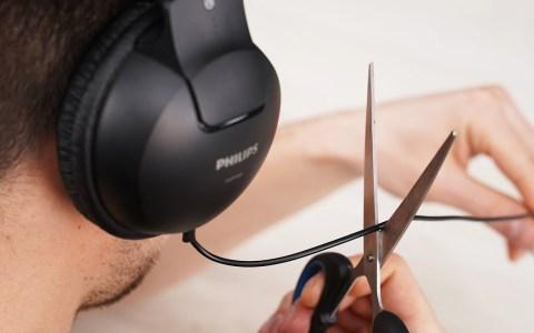 Transformando unos cascos cableados en inalámbricos