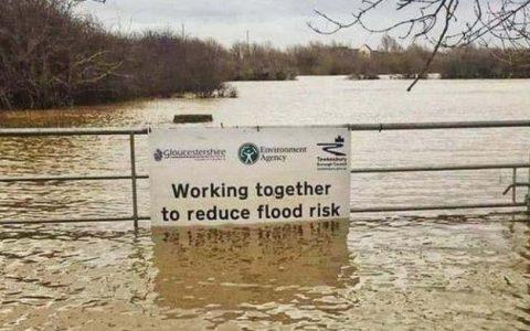 """""""Trabajando juntos para reducir el riesgo de inundación"""""""