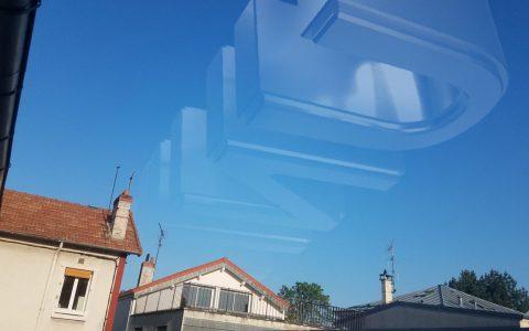 La polución ha disminuido tanto con esto del virus que se puede ver hasta el logo de UNIVERSAL