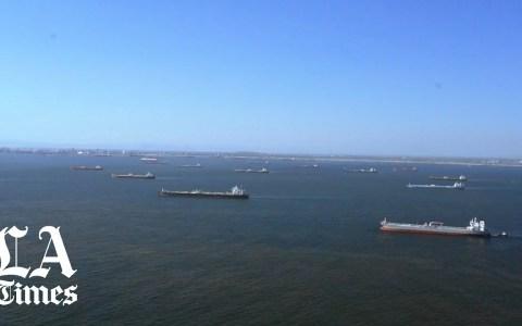 Docenas de petroleros merodean por las costas de Los Ángeles porque no tienen dónde descargar