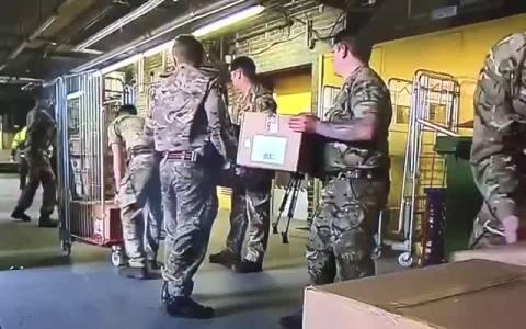 Lo que les gusta a los militares hacer líneas con cajas... que barbaridad. Pero acercad el carro me kgo en dios.