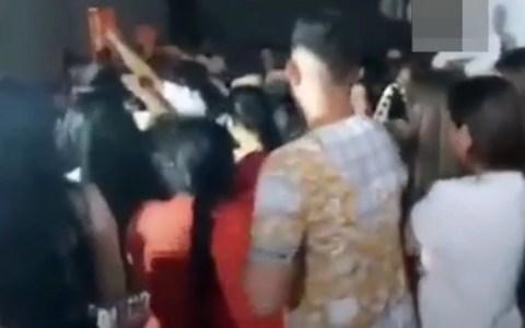 100 personas se reúnen para una pedida de mano multitudinaria en Loja, sin protección, y acaba con dos detenidos