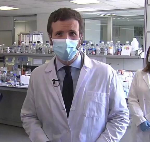 Este joven es el Doctor Casado, virologo por la Universidad de Harvard.