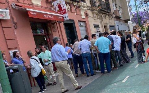 Drama en dos actos: apertura efímera en un bar de Sevilla