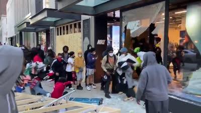 Luchando contra la opresión en una tienda Nike de la avenida Michigan (Chicago)
