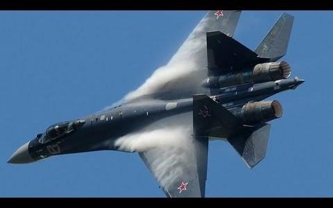 Buenos días con un Su 35 francés haciendo maniobras que desafían los límites de la aviación