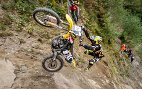 Desde 2007 intentando llegar a la cima en moto, y nadie lo consigue