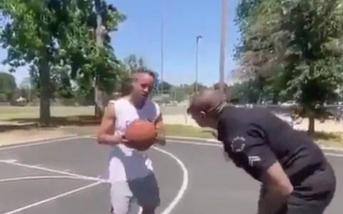 Los policías negros también abusan de los ciudadanos blancos