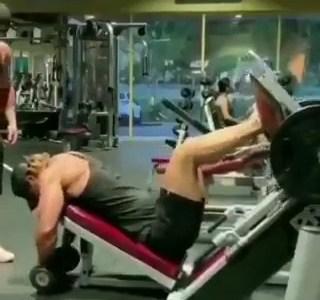 Yo intentando recuperar en el gimnasio todo el tiempo perdido
