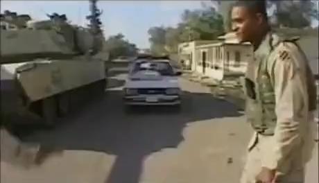 Los americanos cuando encuentran un coche que marca Kilómetros por hora en lugar de perritos calientes por campos de fútbol