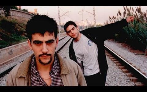 Estopa, antes de ser Estopa, ganando el concurso de cantautores de Horta-Guinardó en 1998.