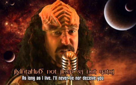 ¿Qué mejor para irnos al sobre que un Rick Roll en Klingon?