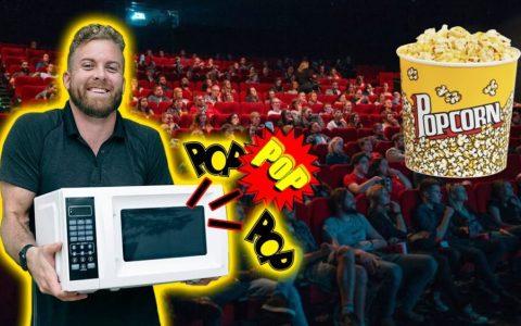 Llevándose un microondas al cine porque es más barato