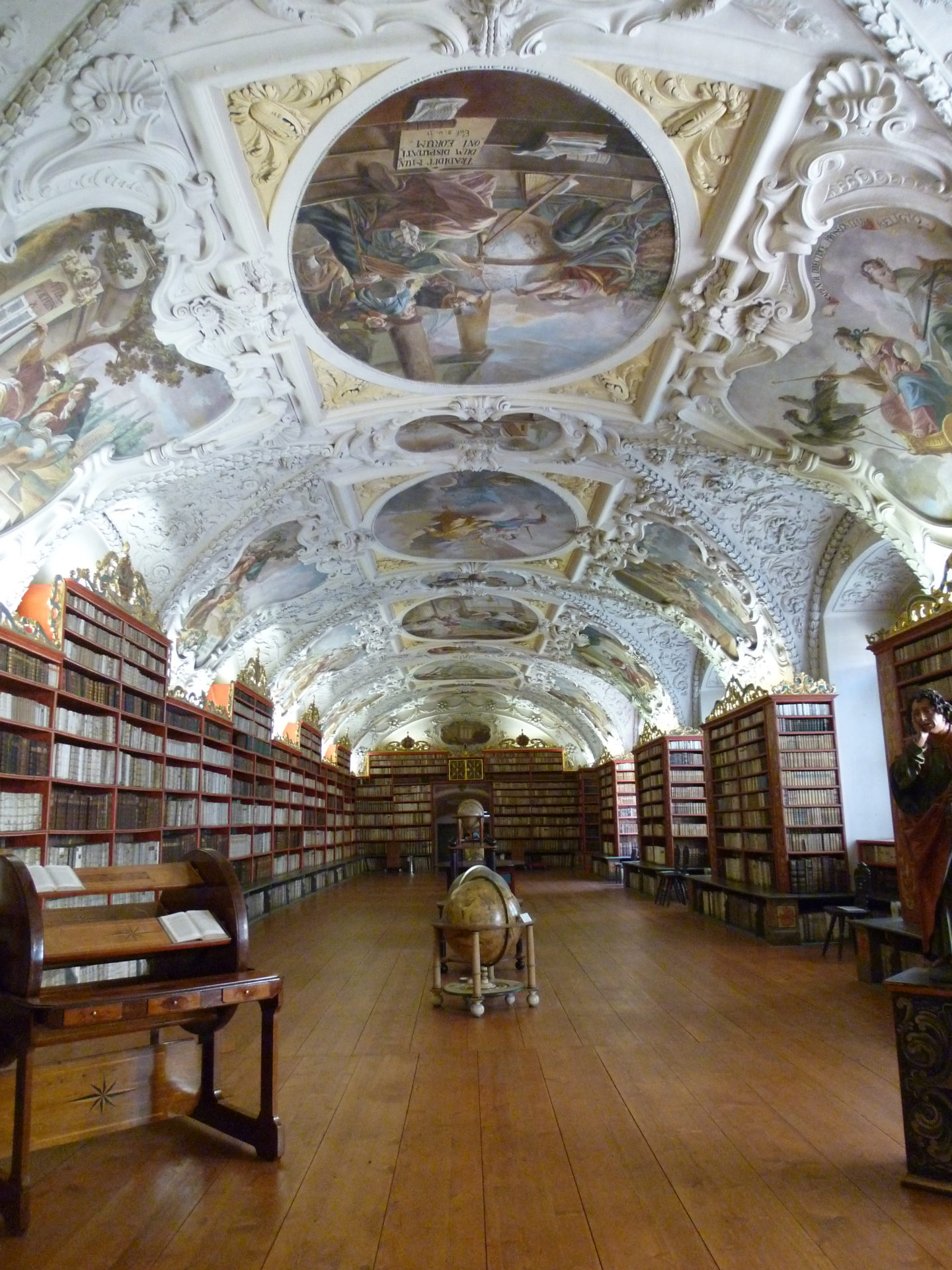 Prague Books ©Papp Hideko
