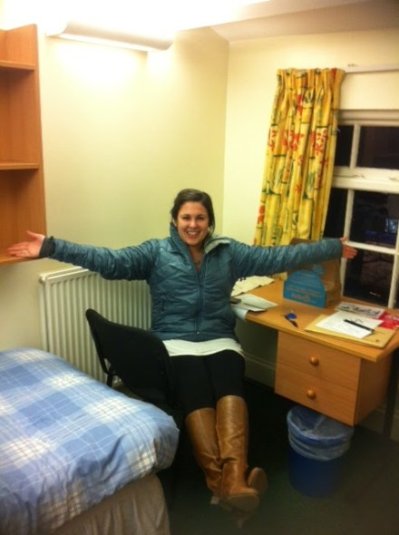 Here's me straight off the plane in my coordinated bedroom courtesy of some Englishman who came before me.