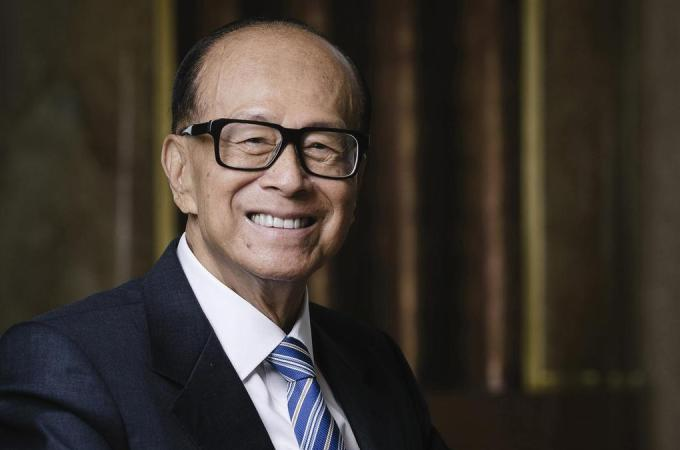 Hong Kong Tycoon Li Ka-shing Ventures Deeper Into Tech