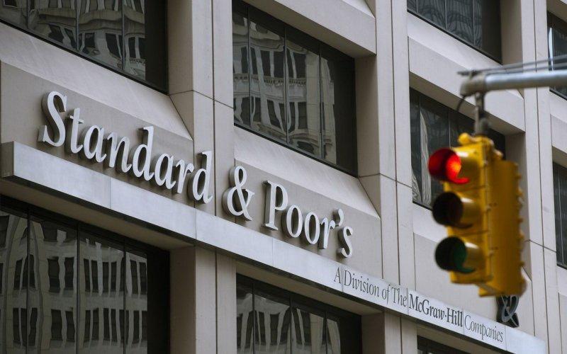 Финансовые аналитики S&P повысили прогноз по рейтингу Совкомбанка