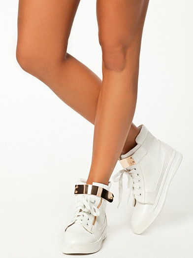 zip metal sneakers