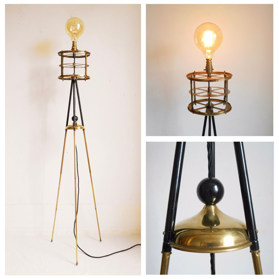 Brass tripod lamp  ●