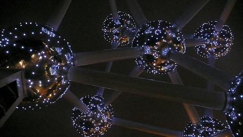 Atomium-at-night