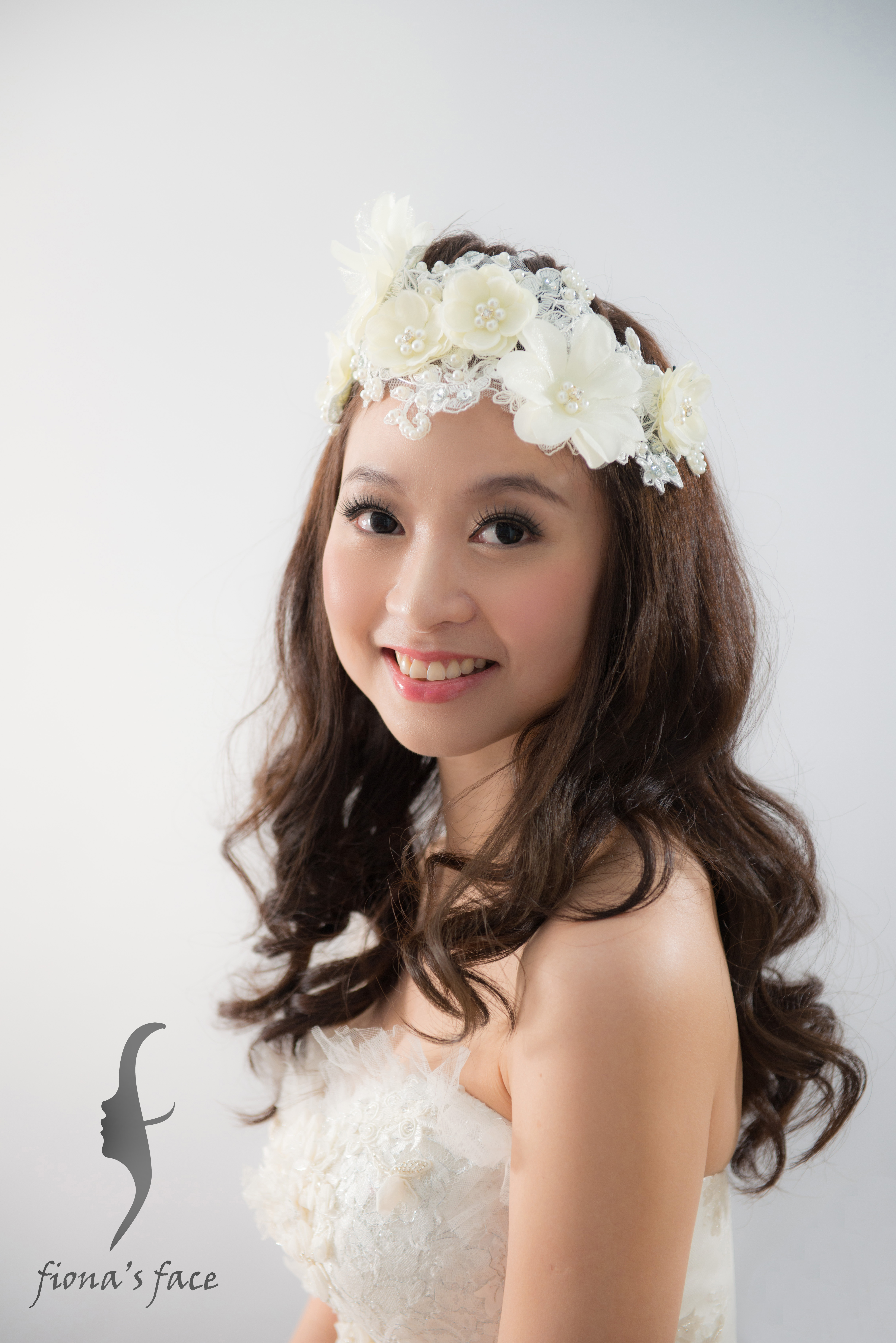 Romantic & Natural Long Curl hair with Nude makeup Fresh floral crown is another perfect match 花仙子自然全放下浪漫曲髮造型 既自然耐看及年輕 另可配鮮花花環
