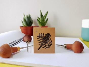 Fiona Parrott Printmaker - hand printed parrot and palm leaf gift tag