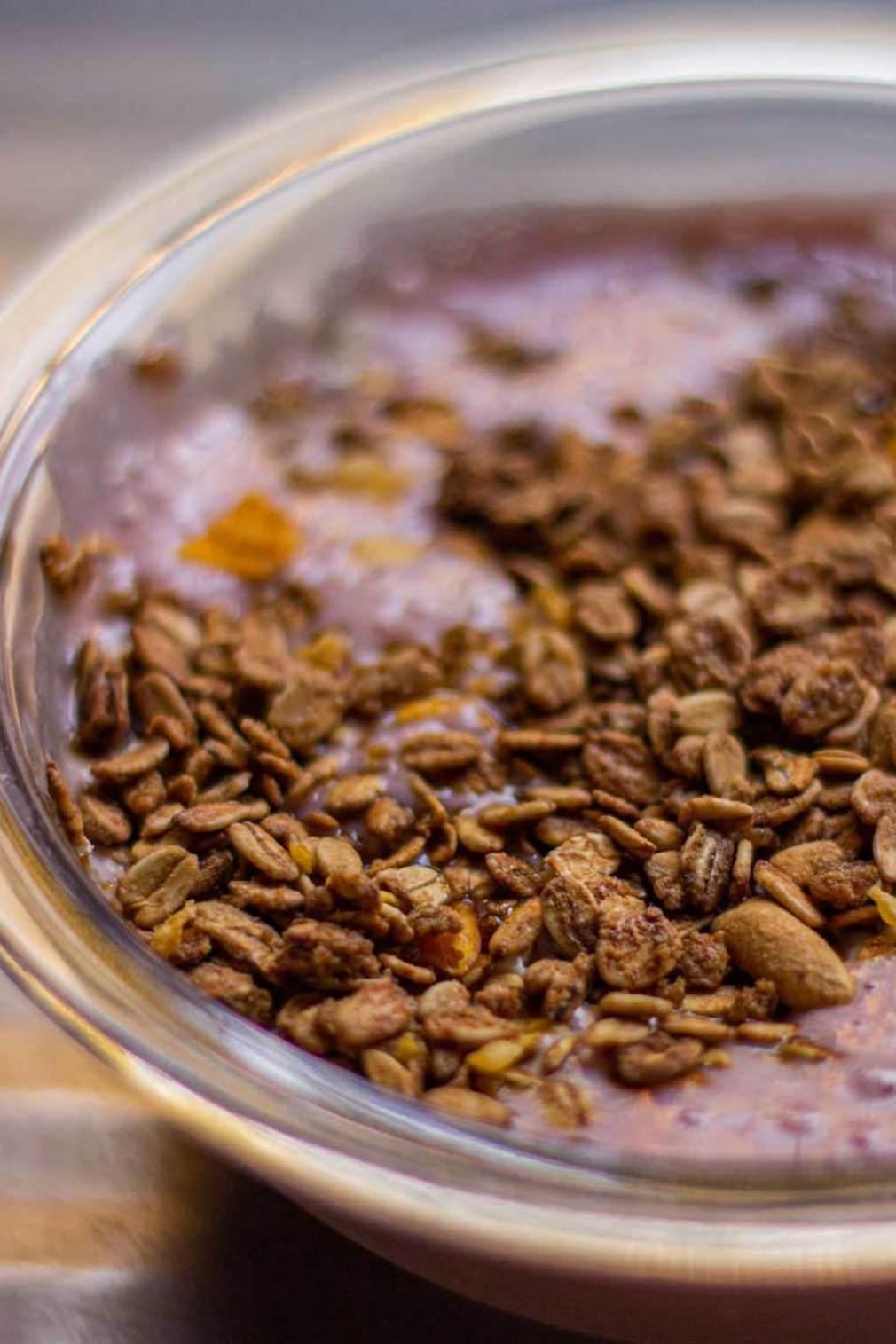 Iogurte natural com granola