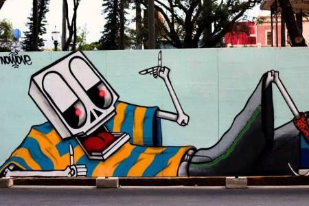Grafite no tapume da Praça da Liberdade em Belo Horizonte
