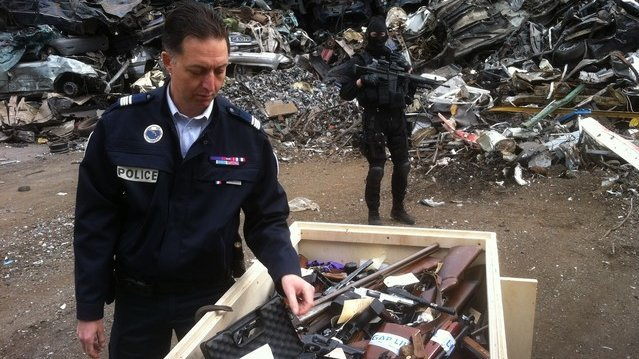 Fipn sdlp comment les policiers du nord se d barrassent for Police nationale lille
