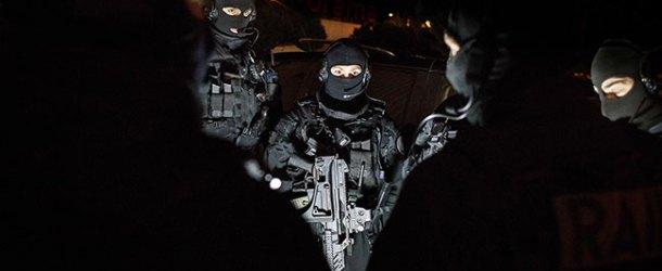 Le RAID intervient à Forcalquier pour interpeller des terroristes qui visaient des politiques et entre autres C. Castaner