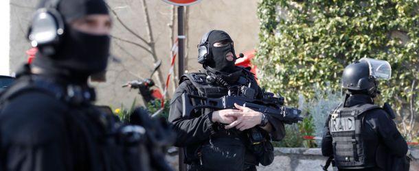 Toulouse: le RAID découvre tout un arsenal chez un pilote de ligne
