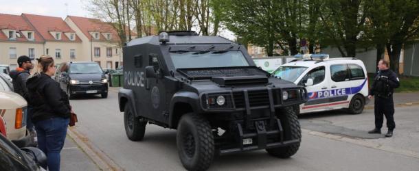Le RAID interpelle plusieurs personnes quartier Pierre Rollin à Amiens après un coup de feu