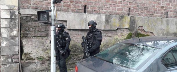 Laval. Trois hommes suspectés d'avoir battu un homme à coups de bâtons dans une cave interpellés